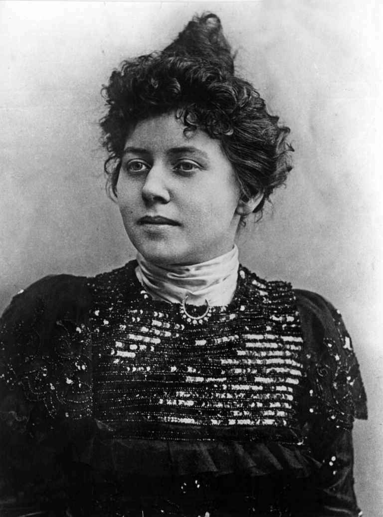 marguerite steinheil born japy 1869 1954 accused of murder she was acquitted on november 13 1909 here just before her crime