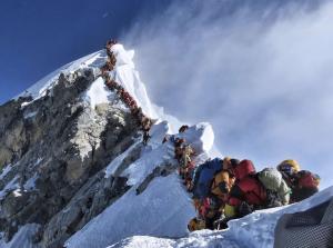 HS10 bouchons alpinistes montagne © Nirmal PurjaAPSIPA