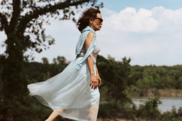 women's blue sleeveless dress