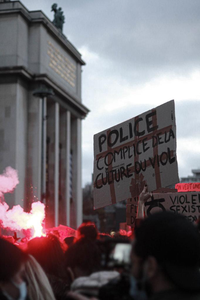 pancarte police culture viol